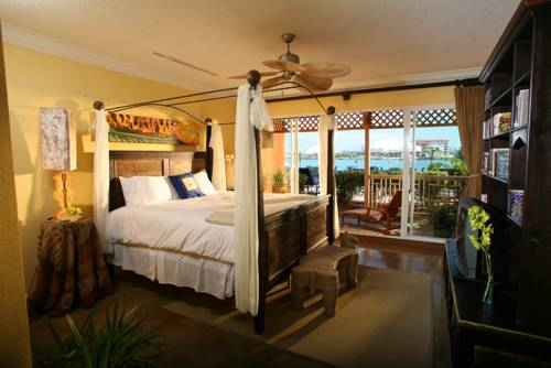 pelican-bay-resort-suite